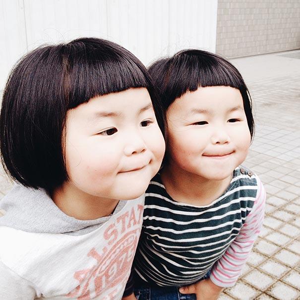 ---------------------------------childhood-twin-sisters-family-pictures-sunmoooon-akira-oozawa-34  605