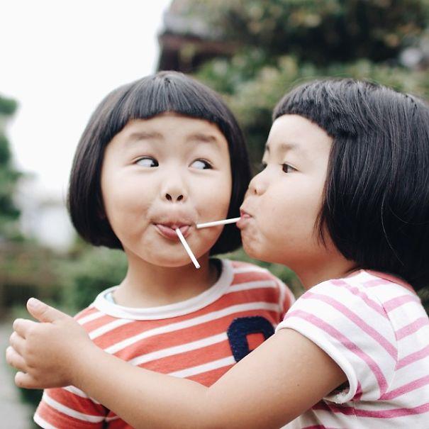 --------------------------------childhood-twin-sisters-family-pictures-sunmoooon-akira-oozawa-18  605