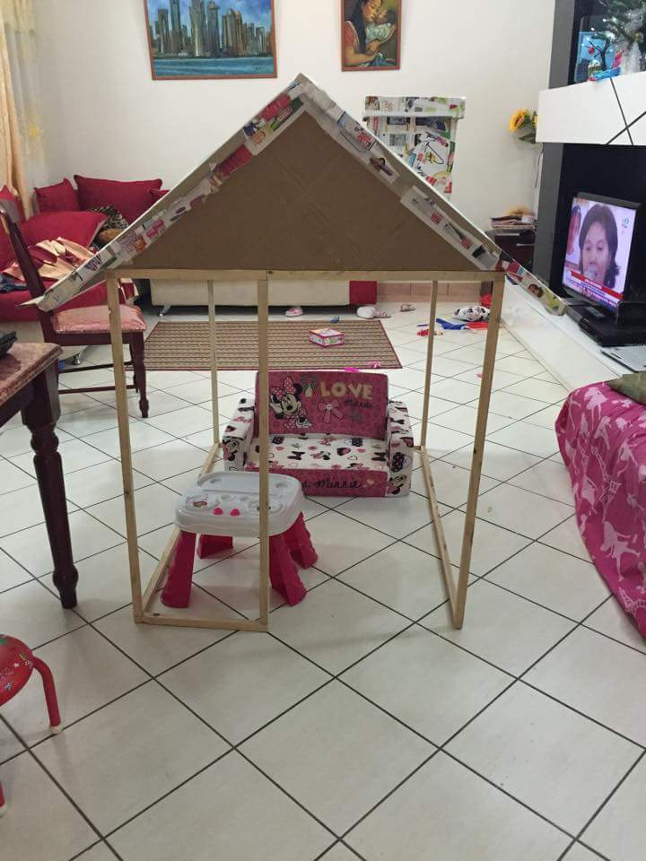 DIY cardboard playhouse 01