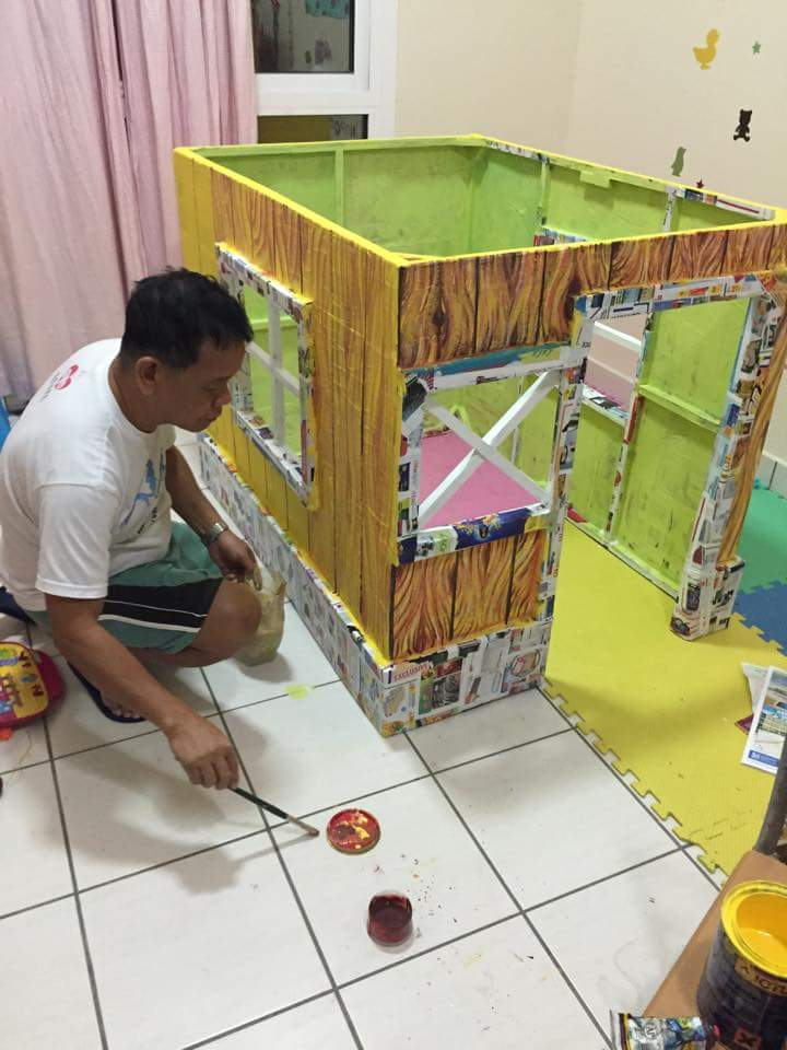 DIY cardboard playhouse 05