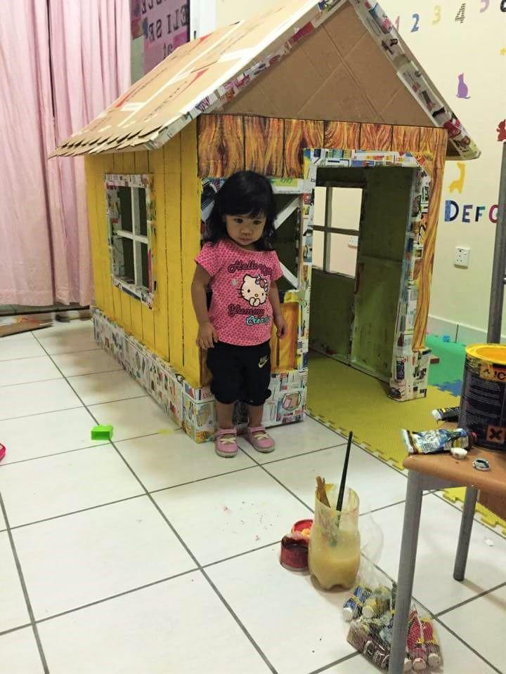 DIY cardboard playhouse 09