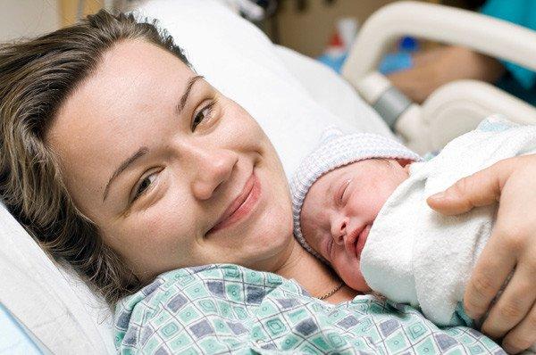 mum-and-newborn-baby-600x398