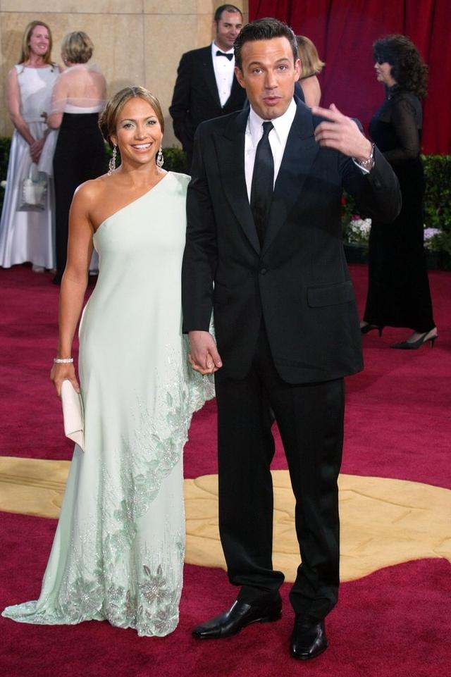 Ben Affleck Jennifer Lopez walked red carpet hand hand