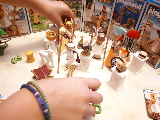 playmobil turns greek 4