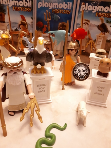 playmobil turns greek 8