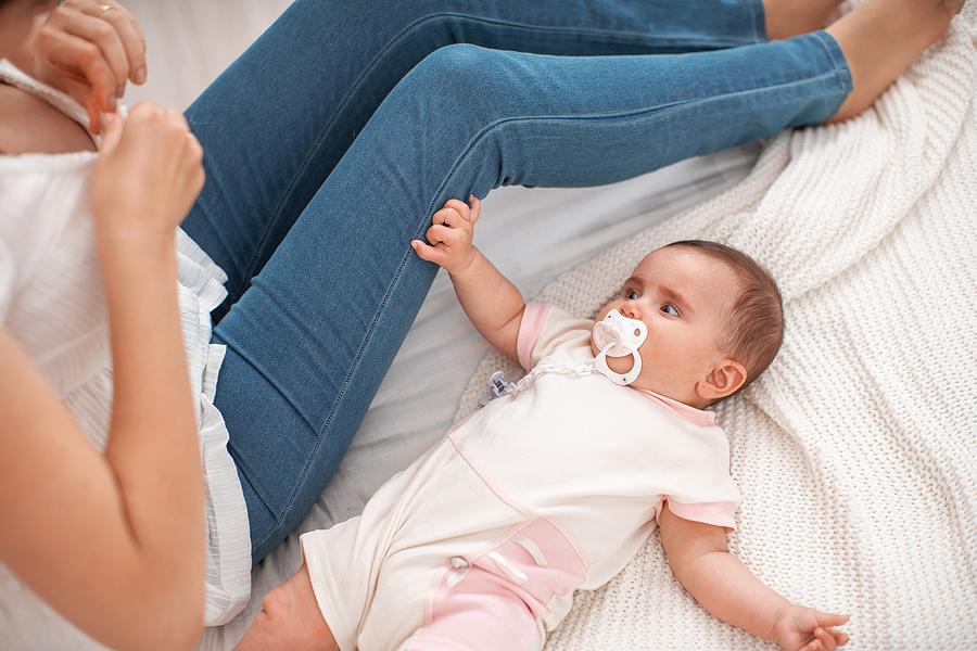 attachment parenting ti einai 2