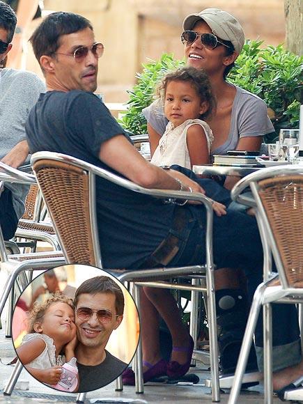Η καταπληκτική ζωή της Xάλι Μπέρι με τον Ολιβιέ Μαρτίνεζ και τη Νάιλα! (φωτό)