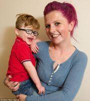 Το αγοράκι που χαμογελά συνέχεια λόγω γενετικής ανωμαλίας!