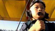 Εκανε τον 5χρονο γιο του πιλότο! Σοκάρει με την αυστηρή εκπαίδευση που του επιβάλλει (βίντεο)