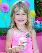 Ένα πολύχρωμο πάρτι για την κόρη της Τόρι Σπέλινγκ (φωτογραφίες)