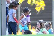 Τζένιφερ Λόπεζ: Βόλτα στην παιδική χαρά με τα δίδυμα!