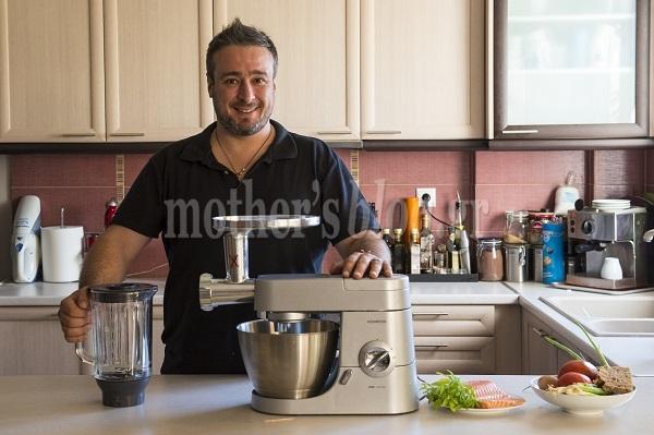 Πεντανόστιμοι ψαροκεφτέδες σολομού με σάλτσα φρέσκιας ντομάτας από τον Γιώργο Γεράρδο