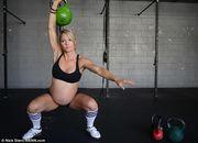 Έγκυος αρσιβαρίστρια προκαλεί πανικό στο Facebook με τις φωτογραφίες της!