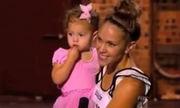Η μαμά περνούσε από οντισιόν αλλά την παράσταση έκλεψε η δίχρονη κόρη της! (βίντεο)