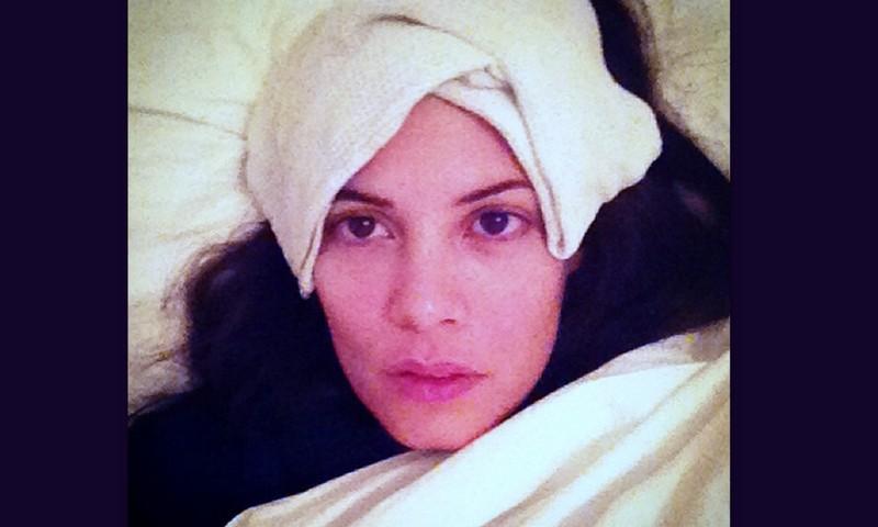 Δείτε τη Μαρία Κορινθίου με 40 πυρετό και στο κρεβάτι με κομπρέσες!