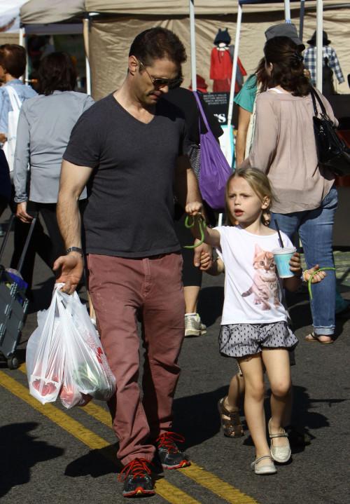 Ξεχάστε τον Μπράντον που ξέρατε! Πλέον είναι τρυφερός μπαμπάς για τα παιδιά του! (φωτογραφίες)