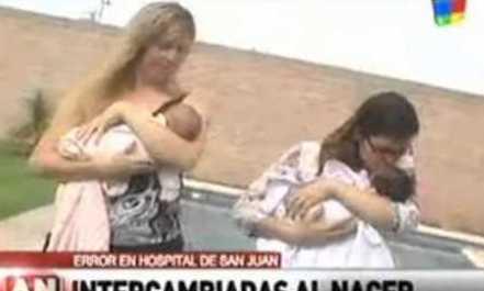 Δώσανε λάθος μωρά και οι μαμάδες τους το κατάλαβαν σε τυχαία συνάντηση!