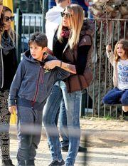 Αγγελική Ηλιάδη: Η πρόταση γάμου από τον αγαπημένο της και η βόλτα με τον γιο της! (εικόνες)