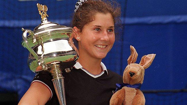 Μόνικα Σέλες: Μια τενίστρια που -σαν σήμερα- στα 16 της, κατόρθωσε να γίνει η «απόλυτη» νικήτρια! (φωτογραφίες)