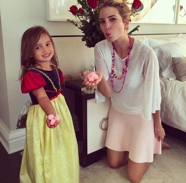 «Μπράβο στο μικρό μου κορίτσι»! Ποια διάσημη μαμά επιβραβεύει την κόρη της με χούφτες ζαχαρωτά;