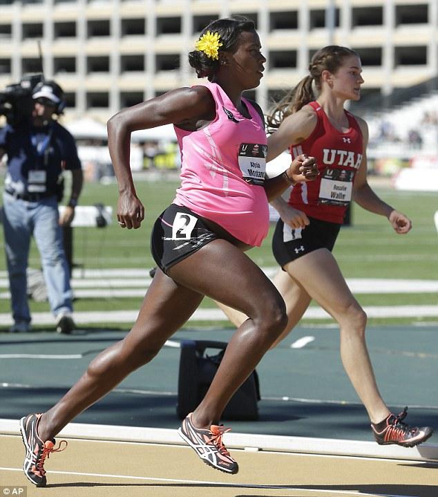 Συγκλονιστικό: Εγκυμονούσα δρομέας 7,5 μηνών έτρεξε σε αγώνα ταχύτητας! (φωτογραφίες)