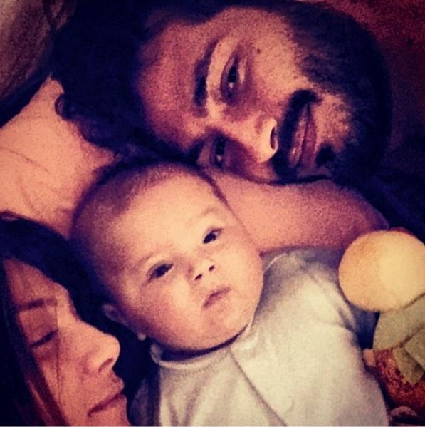 Αγγελική Ηλιάδη: Στο κρεβάτι με τους άντρες της ζωής της! (εικόνα)