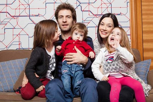 Μάξιμος Μουμούρης: Δείτε για πρώτη φορά τις 3 πανέμορφες κόρες του! (εικόνα)