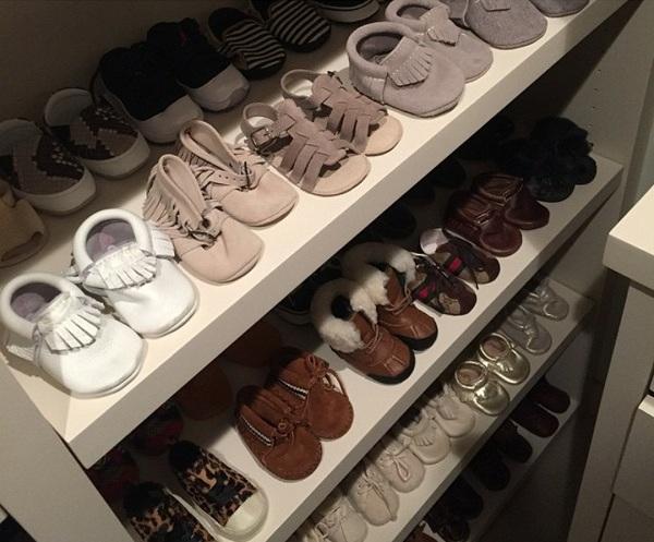 Δε θα πιστεύετε πόσα παιδικά παπούτσια έχει η κόρη της Κόρτνει Καρντάσιαν! (εικόνα)