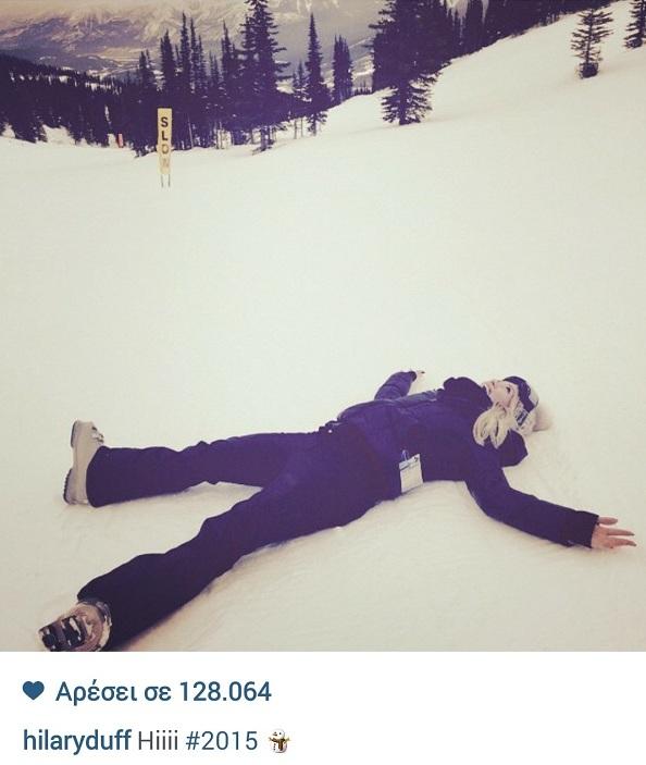 Παγώσαμε! Πασίγνωστη ηθοποιός ξάπλωσε στα χιόνια (εικόνα)