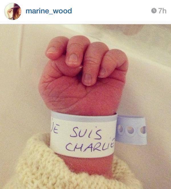 Η φωτογραφία με το νεογέννητο λίγες ώρες μετά το μακελειό στο Παρίσι που έγινε viral (εικόνα)