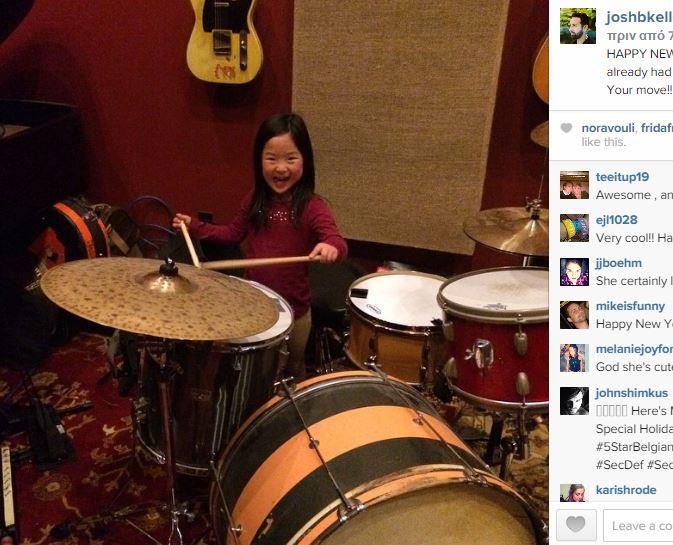 Λέτε αυτό το κοριτσάκι να ακολουθήσει τα βήματα του διάσημου μπαμπά του; (εικόνες)
