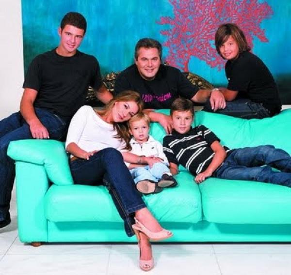 Πάνος Καμμένος: Αυτά είναι τα τέσσερα αγόρια του τρυφερού μπαμπά! (εικόνα)