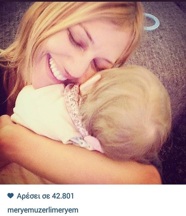 Μεριέμ Ουζερλί: Η τρυφερή αγκαλιά με την κόρη της! (εικόνα)