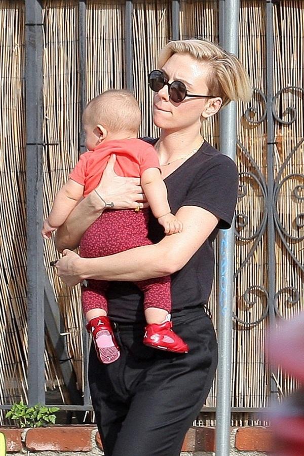 Σκάρλετ Γιόχανσον: Δείτε για πρώτη φορά το μωρό της! (εικόνες)