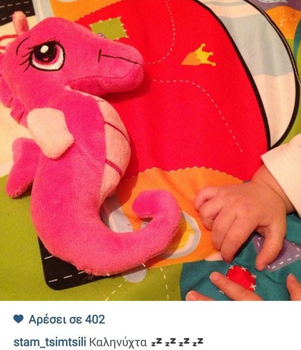 Σταματίνα Τσιμτσιλή: Δείτε πώς καληνύχτισε τους φίλους της με την κόρη της! (εικόνα)