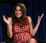 Κίρα Νάιτλι: Η πιο κομψή έγκυος! Δείτε την με φουσκωμένη την κοιλίτσα (εικόνες)