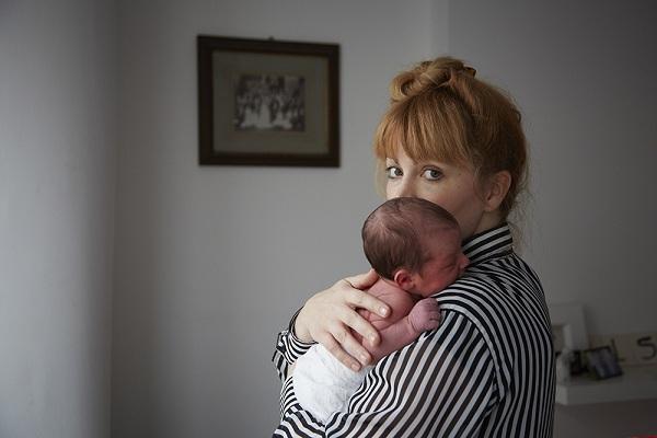 Μοναδικό: 9 φωτογραφίες 24ωρου νεογέννητων με τις μητέρες τους (εικόνες)