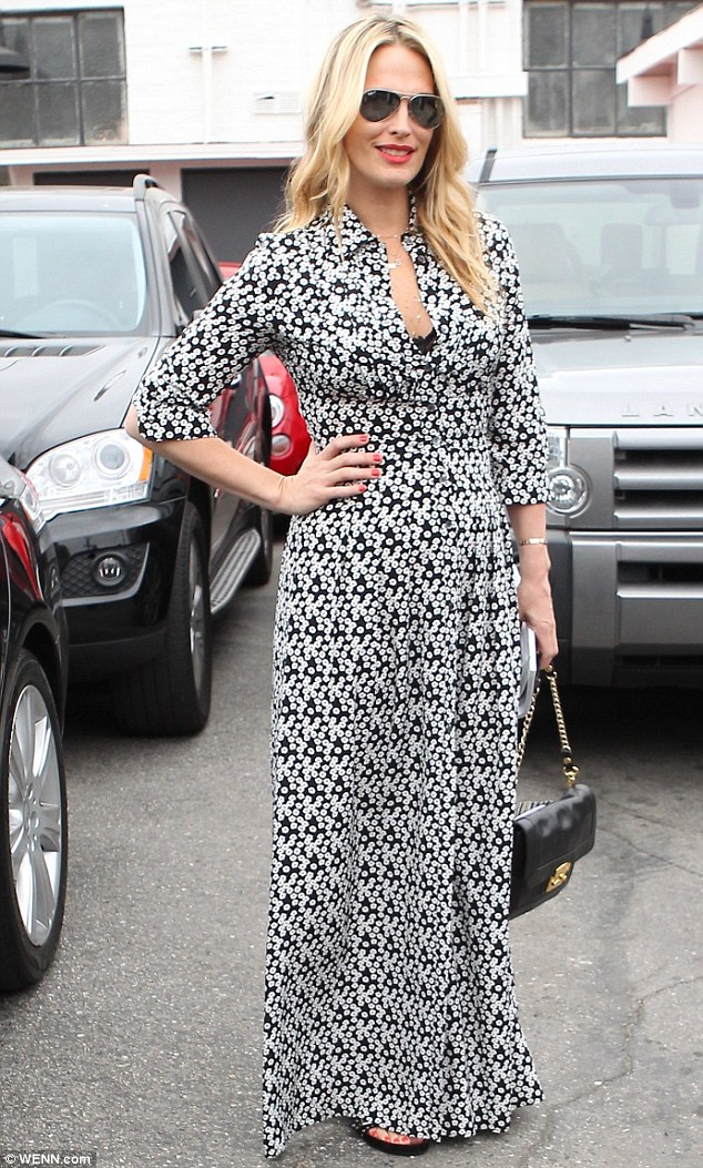 Απίστευτο: Η αγαπημένη ηθοποιός γέννησε πριν από 1 μήνα κι έχει αυτό το κορμί! (εικόνες)