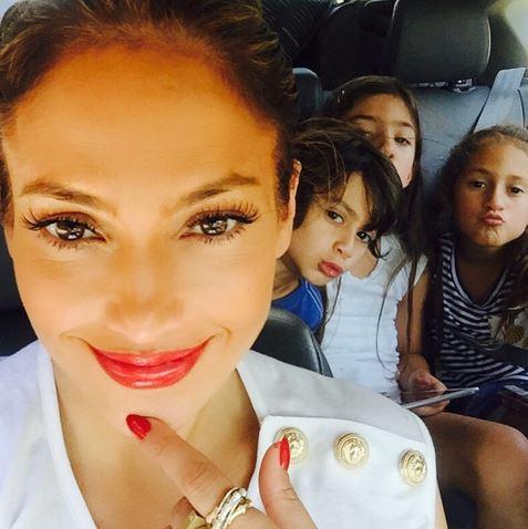 Τζένιφερ Λοπεζ: Η πιο γλυκιά selfie με τα παιδιά της! (εικόνα)