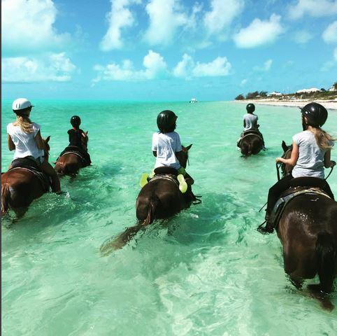 Χάιντι Κλουμ: Δείτε τι κάνει στη θάλασσα με τα παιδιά της (εικόνα)