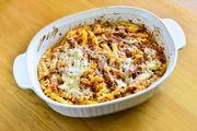 Μακαρονάδα φούρνου: Βήμα βήμα πώς να τη φτιάξετε και τα μυστικά της, από τον Γιώργο Γεράρδο