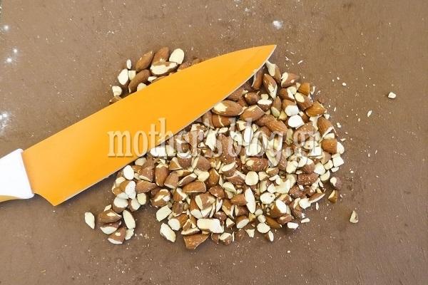 Συνταγή για κλασικούς κουραμπιέδες αμυγδάλου από το Γιώργο Γεράρδο