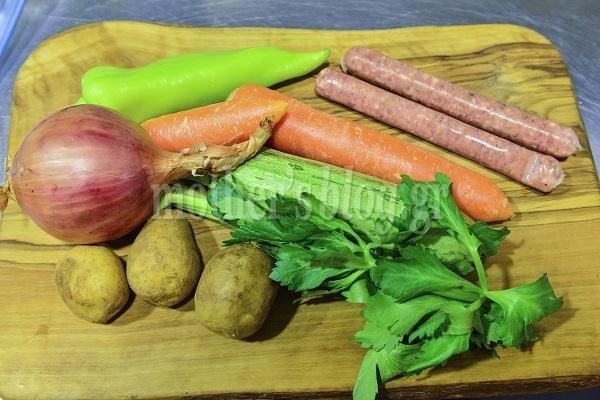 Λαχταριστή σούπα λαχανικών βελουτέ με χωριάτικο λουκάνικο από τον Γιώργο Γεράρδο