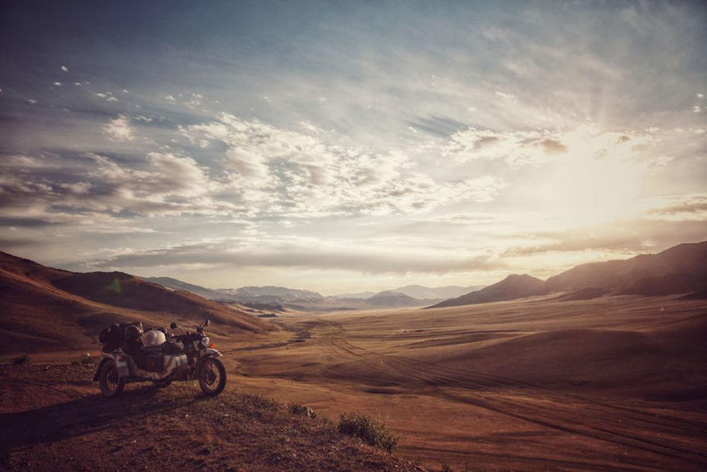 Ζευγάρι μαζί με τον 6χρονο του ταξίδεψε 26.000 χλμ με μια μοτοσυκλέτα καλάθι (pics)