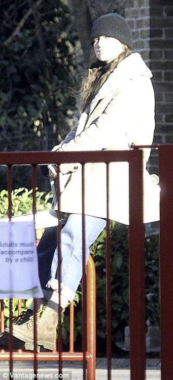 Keira Knightley: Στην παιδική χαρά με το σύζυγό της και τη δίχρονη κόρη τους