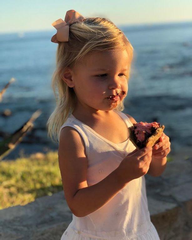 Η κόρη του σταρ έχει γενέθλια και της ευχήθηκε με τον πιο γλυκό τρόπο (pics)