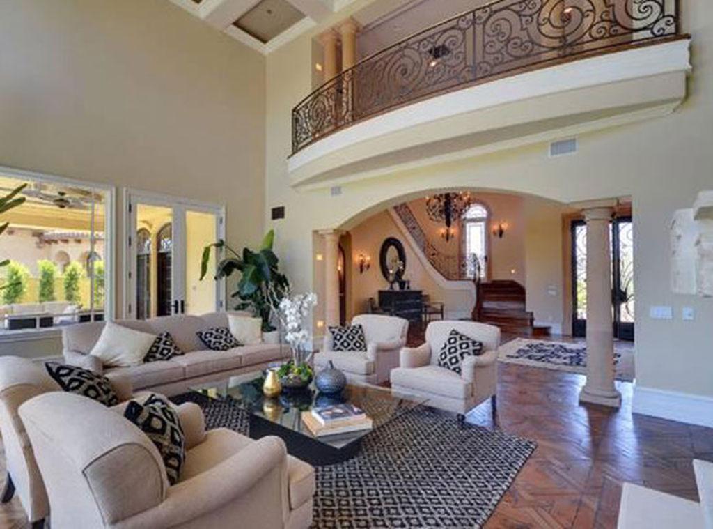 Kim Kardashian και Kanye West πουλάνε το σπίτι τους. Τυχερός και πλούσιος όποιος το αγοράσει! (pics)