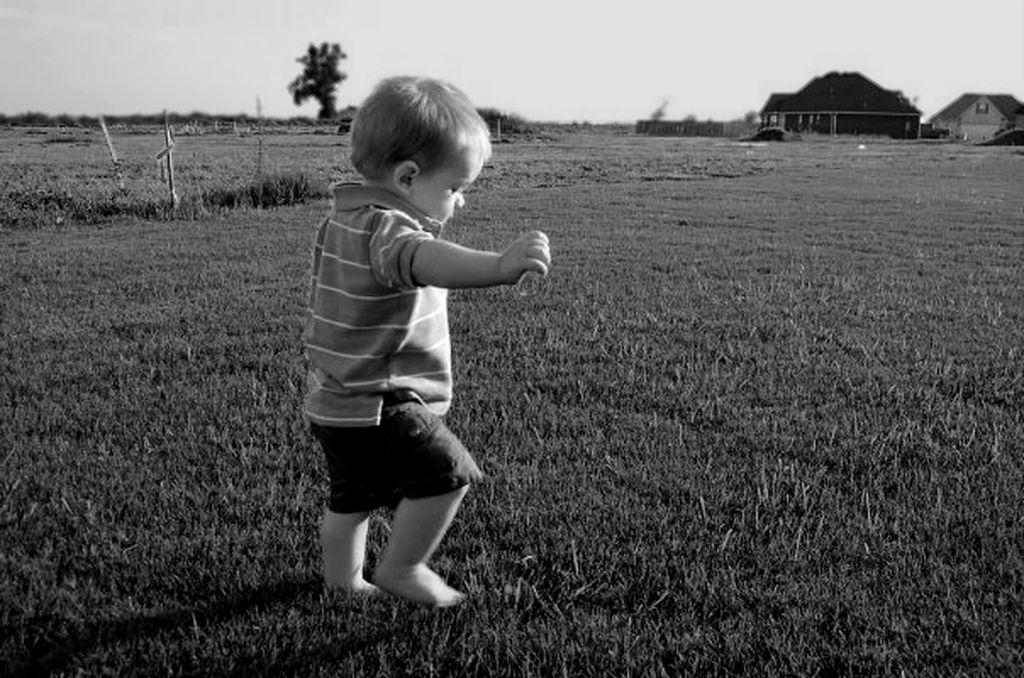 Το μωρό δεν περπατάει ακόμη. Πότε θα πρέπει να ανησυχήσουν οι γονείς;
