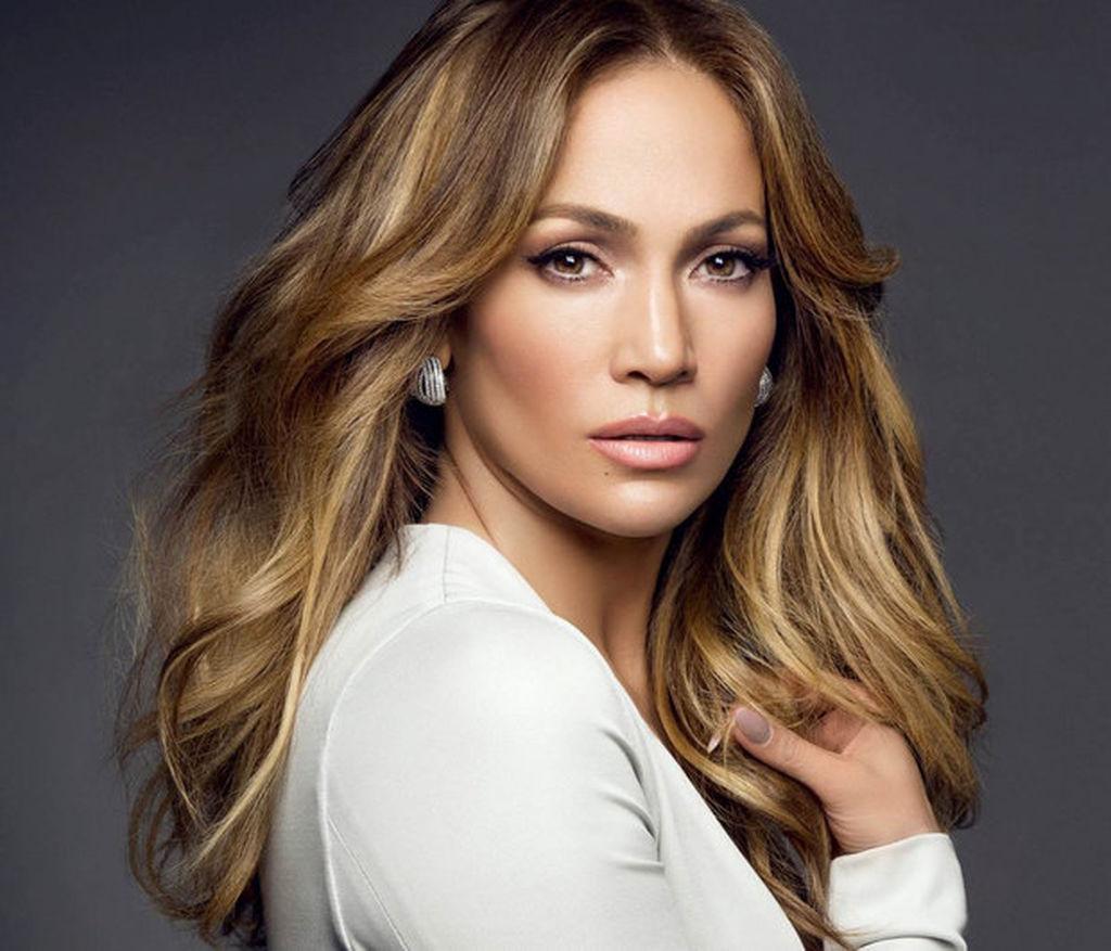 "7. Jennifer Lopez (μητέρα της Emme και του Maximilian) ""Η μητρότητα με έκανε καλύτερο άνθρωπο, με ολοκλήρωσε σαν προσωπικότητα."""