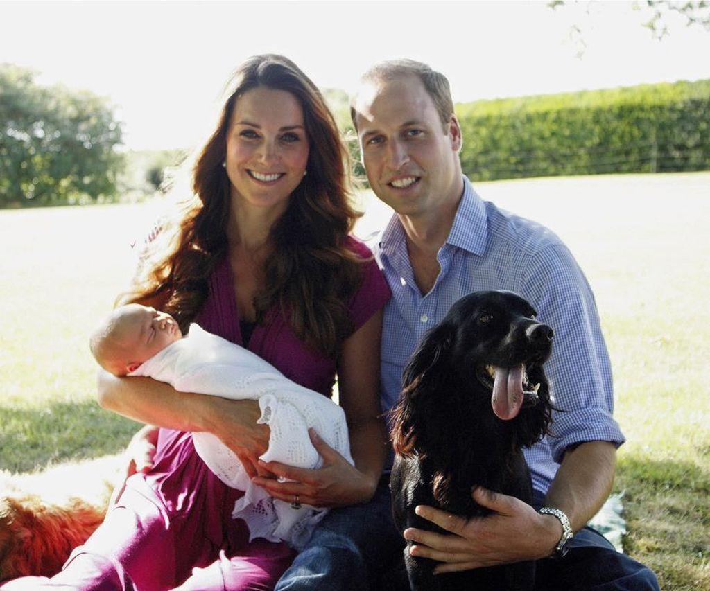 Kate Middleton, πρίγκιπας William και πρίγκιπας George με Lupo και Tilly